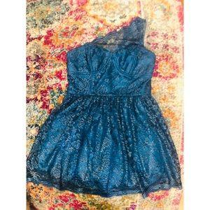 Show stopper! Gorgeous & unique lace dress